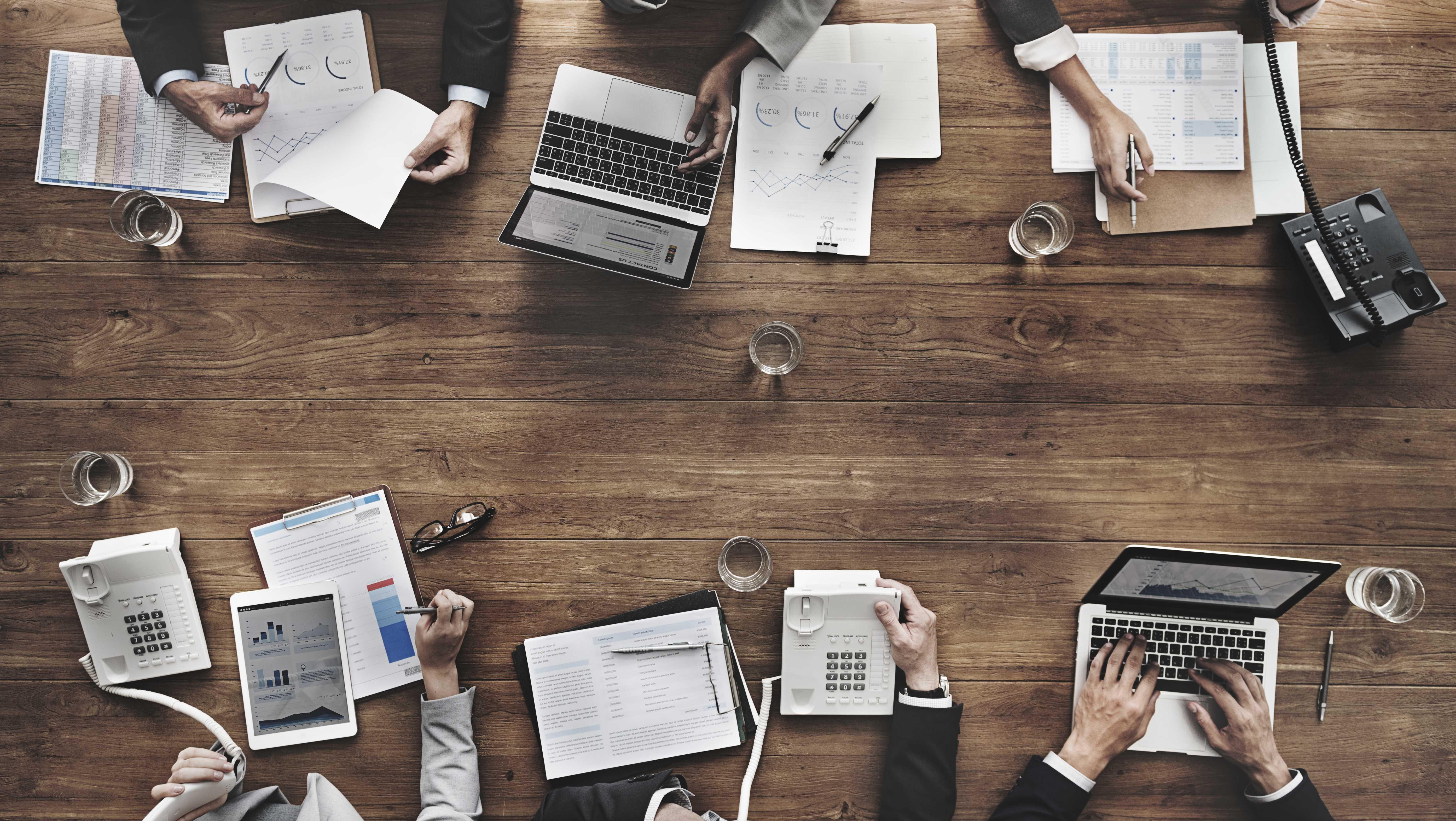 Full-Service Marktforschung und Werbeforschung mit komma